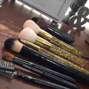 Bundle of Makeup Brushes